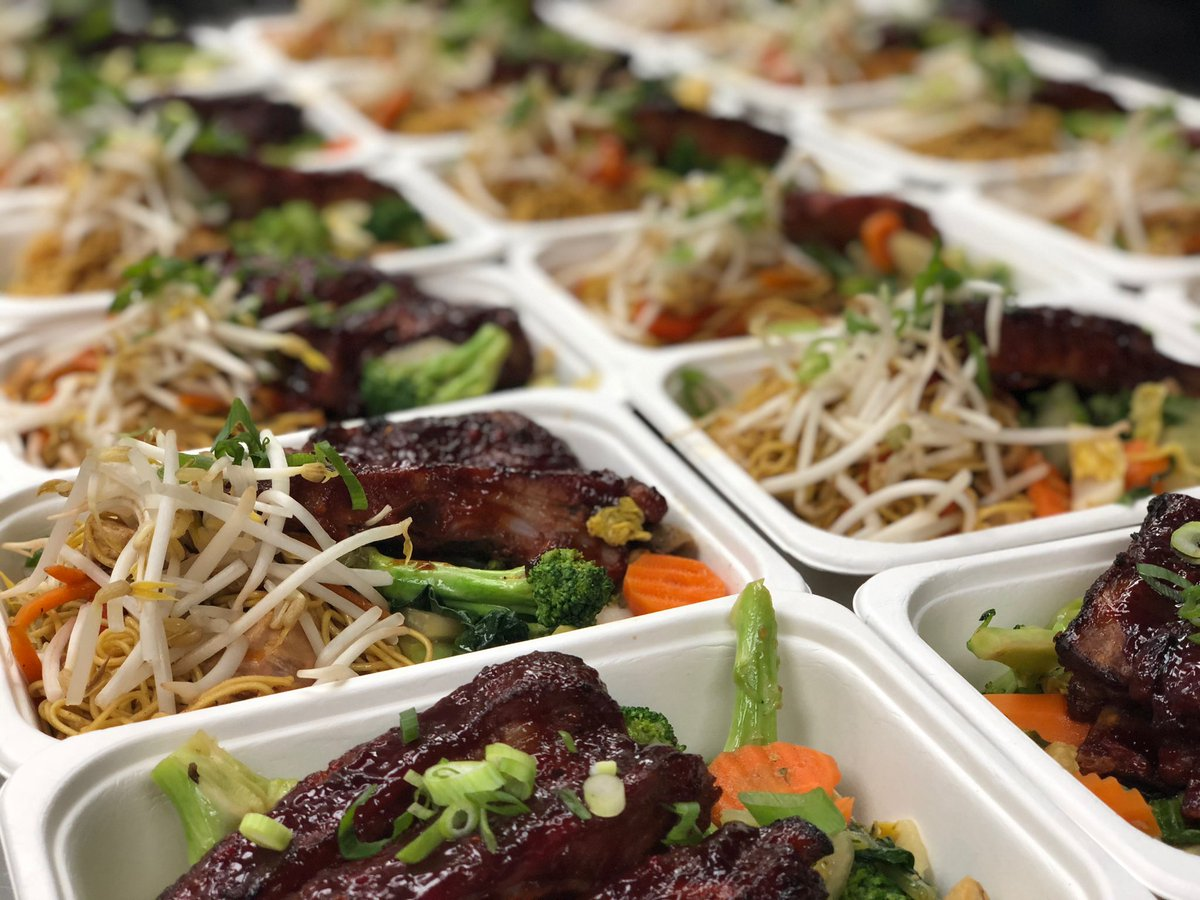 Tonight's Dinner2go is Sweet & Sour Side Ribs, Cantonese Chicken Chow Mein, Stir-Fried Asian Market Vegetables, Vegetarian Egg Roll #wilbyseeingyou #myfab5 #f52grams #dailyfoodfeed #lovefood #flatlay #spoonfeed #infatuation #buzzfeast #feedyoursoull #tastingtablepic.twitter.com/M2djFlbiTl