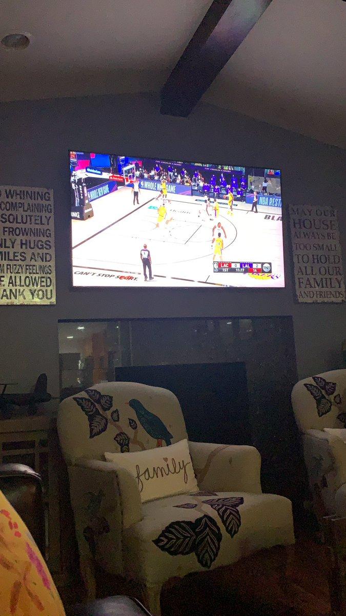 Let's go @Lakers #LakersNation #NBARestartonTNTpic.twitter.com/VKVmLiYdhh