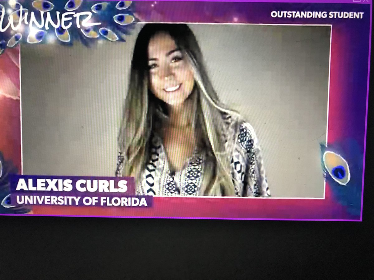 Congratulations @alexis_curls_ for this exclusive award. The @UFPRDepartment continues to guide the very best PR students in the country.