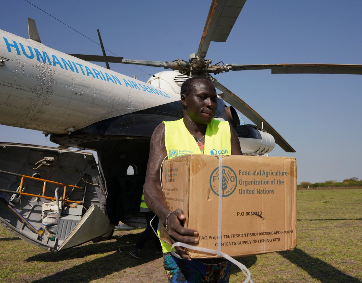 Our partnerships are crucial to achieving #ZeroHunger. @FAOSouthSudan & @WFP_SouthSudan provide life-saving assistance to the most vulnerable communities of #SouthSudan by all means! 🚚🚁🛥️ #PhotooftheDay