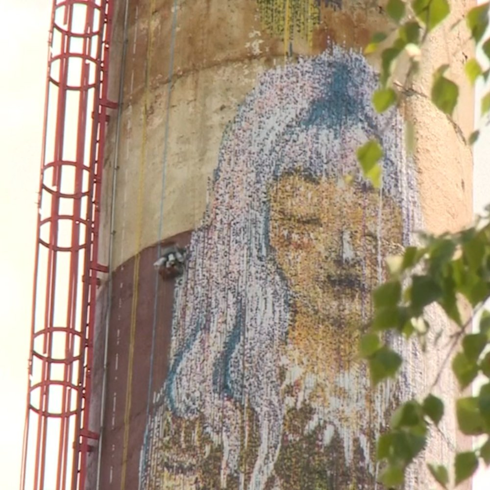 Image for the Tweet beginning: This 100-foot-tall mural was actually