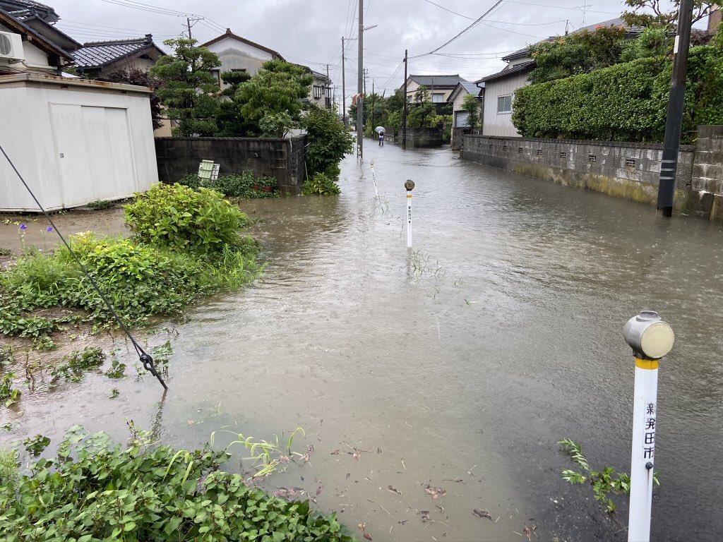 画像,新発田市内、水が上がっているところがあります。通行には十分ご注意ください。 https://t.co/RATM1tlAmC…