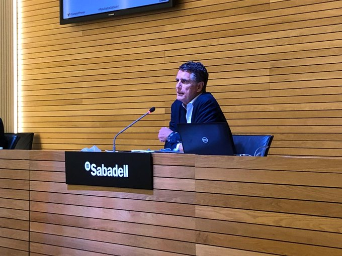 "#SabadellResults | Guardiola: ""Regarding individual customers, to date @BancoSabadell has granted  2,326 million euros of mortgage payment holidays and 201 million euros of consumer loan payment holidays"" https://t.co/CvRt0MEWTh https://t.co/o79cqlK3RW"