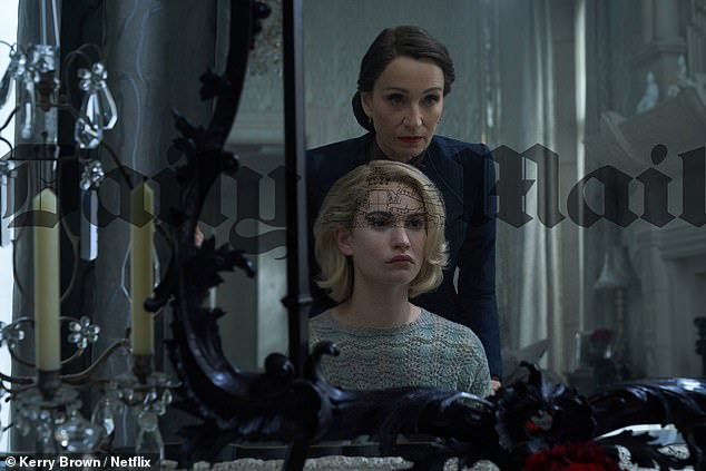 Rebecca (Netflix) - Page 2 EeP727tWAAALY-M?format=jpg&name=small