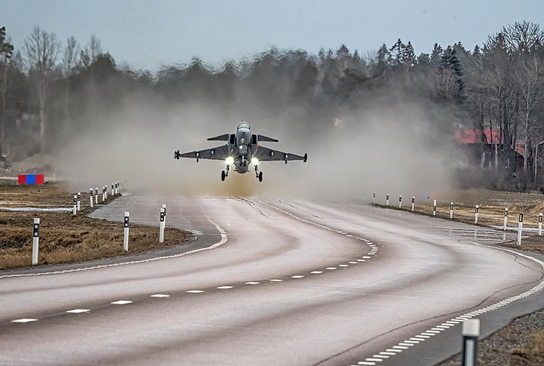 The #Saabinthesky image of the week presents Saab's Gripen, which can easily take off and land from a runway measuring no more than just 16 m x 800 m. Like a road for instance. Photo: Tim Jansson #smartfighter #aviation #avgeek #airforce #military