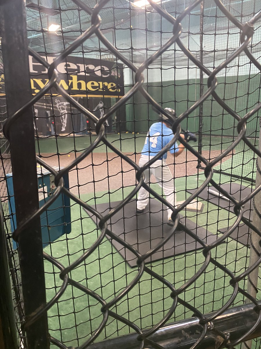 Went from pregame batting cages routine to working more since game was rained out! His choice not dads. #JULY29 #GoalDriven #RepsAndSets #HardWorkPaysOff #EXCUSESorRESULTS #FITfam #1dayATaTIME #BLOGGER #WednesdayWoos #inspireDAILY #HEALTH #LIFESTYLE #trustTHEprocess #MOTIVATIONpic.twitter.com/vdqK5mNe2O