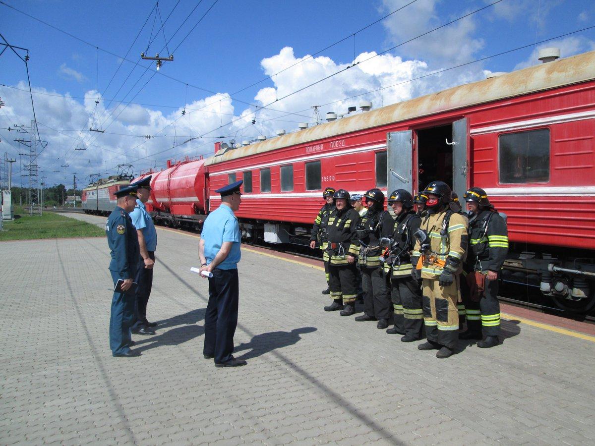 Грузопассажирский поезд фото блок