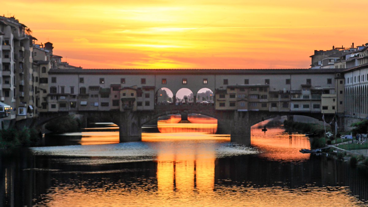 Sunset at the Ponte Vecchio, Florence. #Firenze #Florence #Italia #Italy #Landscape #Landscapephotography #sunsetphotography #sunset #travel #travelphotography #photography #photo #photooftheday #urban #urbanphotography #architecturephotographypic.twitter.com/l5cgkdV4H6