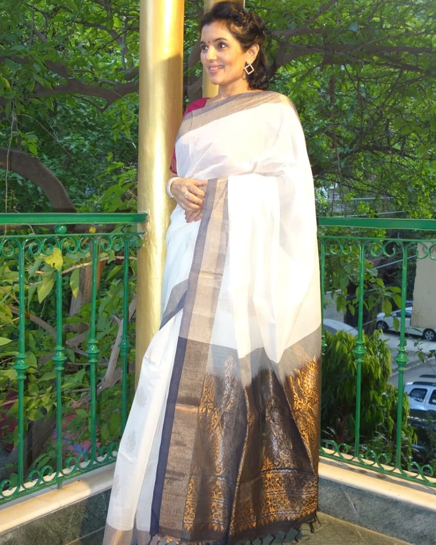 Cotton silk saree. To view more pictures visit our blog. http://www.kiransawhney.com/2020/07/cotton-silk-sarees.html… For more details, Contact: 919810530027 #cottonsilksaree #cottonsaree #silksaree #sarees #fashionblogger #fashion #ethnic #RakshaBandhan2020 #lockdownsalepic.twitter.com/BiToFH5E10