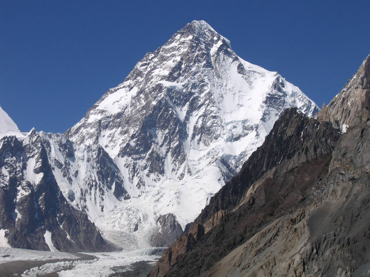 K2, the world's 2nd tallest mountain, was first climbed today in 1954 by an #Italian team. While a tad shorter than #Everest, this #Karakoram peak is so remote and forbidding that it had no local name. #mountaineering (1/2) https://t.co/NFQQSyRnlc