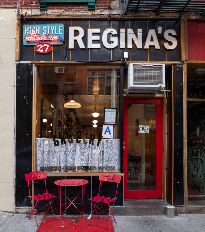 REGINA'S Orchard St an #Italian  grocery &  #lowereastside deli opened in 2017. Roman told us he modeled the interior after the pork shops he went to as a kid growing up in Bensonhurst #NewYork.  watch our YouTube video. Direct link below : https://youtu.be/m5cFi1CSHQE pic.twitter.com/UNLSESZjDm