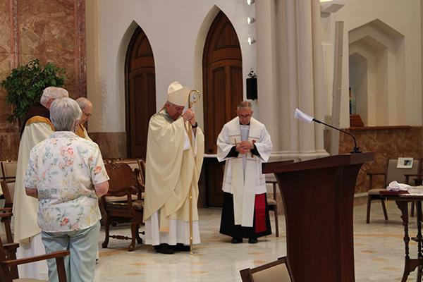 test Twitter Media - Read the Latest News from the Sisters of St. Francis.  Learn about the archbishop's visit to OLA, how you can discern like a Franciscan, and a warm goodbye for Sr. Anne Patrice Hefner from Asylee Women's Enterprise. https://t.co/g9PnYX3Gz6 https://t.co/z7T5ltLONE