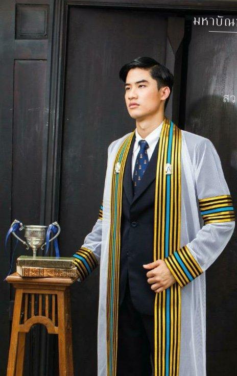 Meet the guy who got 4.0 GPA for three consecutive years. His name is Tay Tawan  #tawan_v pic.twitter.com/FIzkiHDOKU