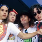 Image for the Tweet beginning: 1992 #redhotchilipeppers lanza 'Breaking The