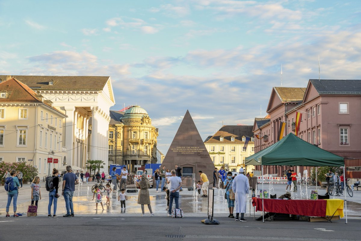 The Market Square is the perfect spot to spend the #evening - you can gaze at #Karlsruhe's pyramid and admire the market #fountain, all whilst social distancing!    Fabian von Poserpic.twitter.com/xUiWgoYfGU