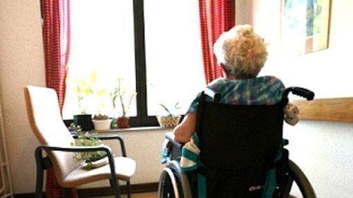 Giorgio ha 74 anni e dopo la quarantena ha ripreso a uscire con le dovute precauzioni: per questo si chiede perché gli anziani della RSA siano ancora rinchiusi come fosse la fase 1 del lockdown. Giorgio chiede al Governo di liberare questi anziani. ✍️https://t.co/XZpwcMO85g https://t.co/8pPiKPI6Tn