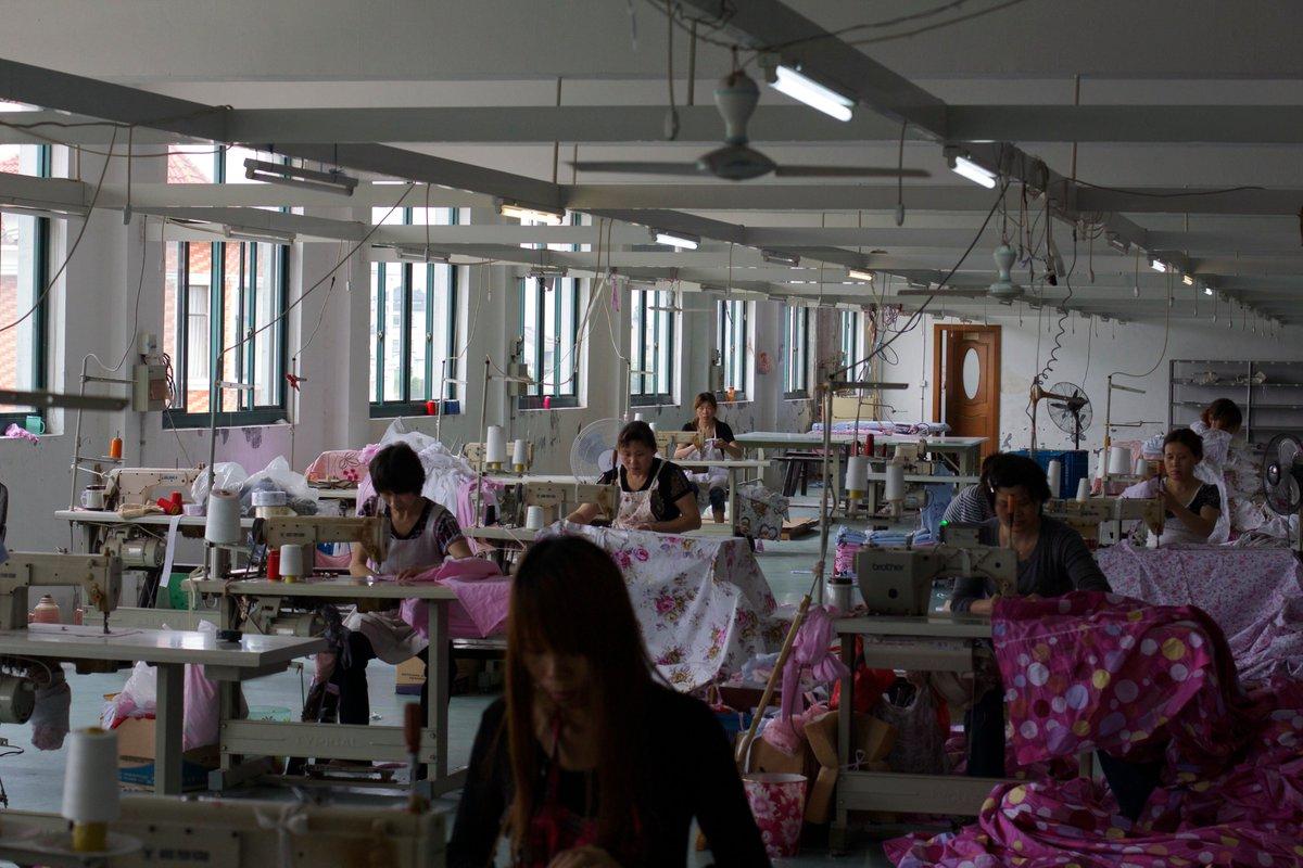 Werkende zusjes, drijvende bevolking: #sinologe Moira De Graef (@KU_Leuven) analyseerde de autobiografische blogs van twee Chinese arbeidsmigranten ➡️ https://t.co/DCqFzEXZYE 🌍 Nu op de website van MO* @mondiaalnieuws @artskuleuven #masterproef https://t.co/zJsA8ncVax