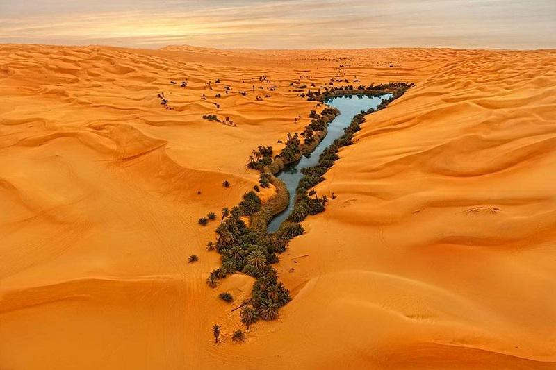 Beautiful oasis in the Libyan Desert. https://t.co/alnSeuNz13