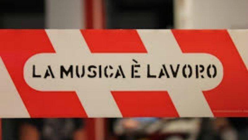 L'emergenza sanitaria ha colpito duramente tutti,ma uno dei settori più in ginocchio è quello dell'intrattenimento musicale. I musicisti hanno bisogno di aiuto: Davide si rivolge alla SIAE chiedendo costi sui diritti musicali ridotti fino a Giugno 2021.  ✍️https://t.co/iqB3Y3Z3Nt https://t.co/K4KxOTMXqR
