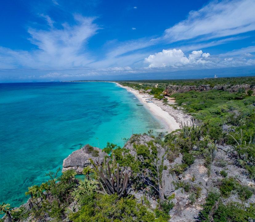 #BritishVogue Rectifica e invita a sus seguidores a visitar las playas de nuestra amada República Dominicana. ¡Lee el artículo íntegro en el enlace! → https://t.co/onK9aX4bVn https://t.co/j5LStMT4BD