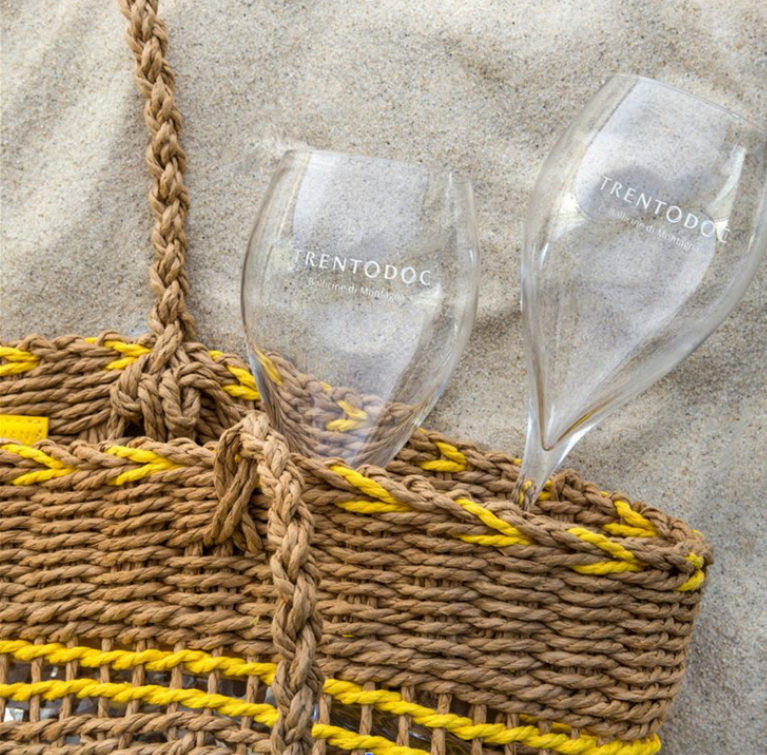 A glass of Trentodoc Metodo Classico isn't just the embodiment of the region's culture and tradition... it's also the perfect way to cool down and celebrate the summer! https://t.co/zXWTO4864T