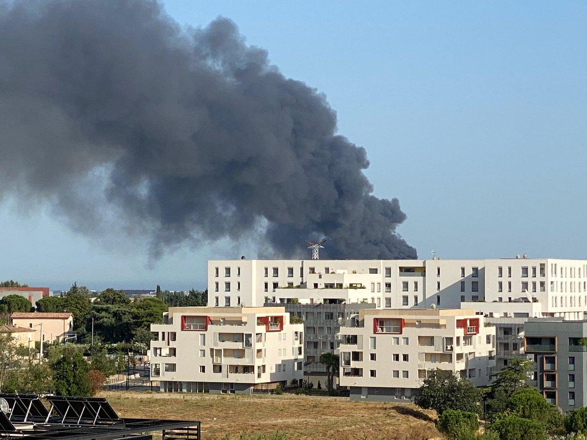 Sacré #incendie à @montpellier_ ... qu'est-ce qui brûle ? La #gare ? https://t.co/wAveV95J8k