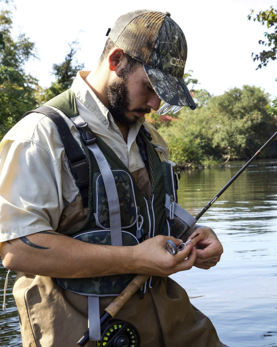 Keeping it reel. Using our VisorMag™ clip-on, flip-up magnifying glasses on our cap to see the finest details for today's fly-fishing https://t.co/5fMq9PrtXL #lakefishing #fishinglovers #fishingrod #charterfishing #boatfishing #rockfishing #lovefishing #ilovefishing #fishinggear https://t.co/bU7MS9Kkbs