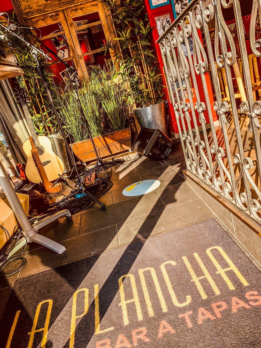 Prêt pour le Live du soir à La Plancha à Deauville en mode acoustique looper, cover + compos et promotion du Nouvel Album en vente ce soir   RDV dès 20h30 amis Normands  #liveacoustic #artist #artistsoninstagram #acoustic #concert #live #france #follow #me #guitar #goodvibespic.twitter.com/QKe2w7EZvb