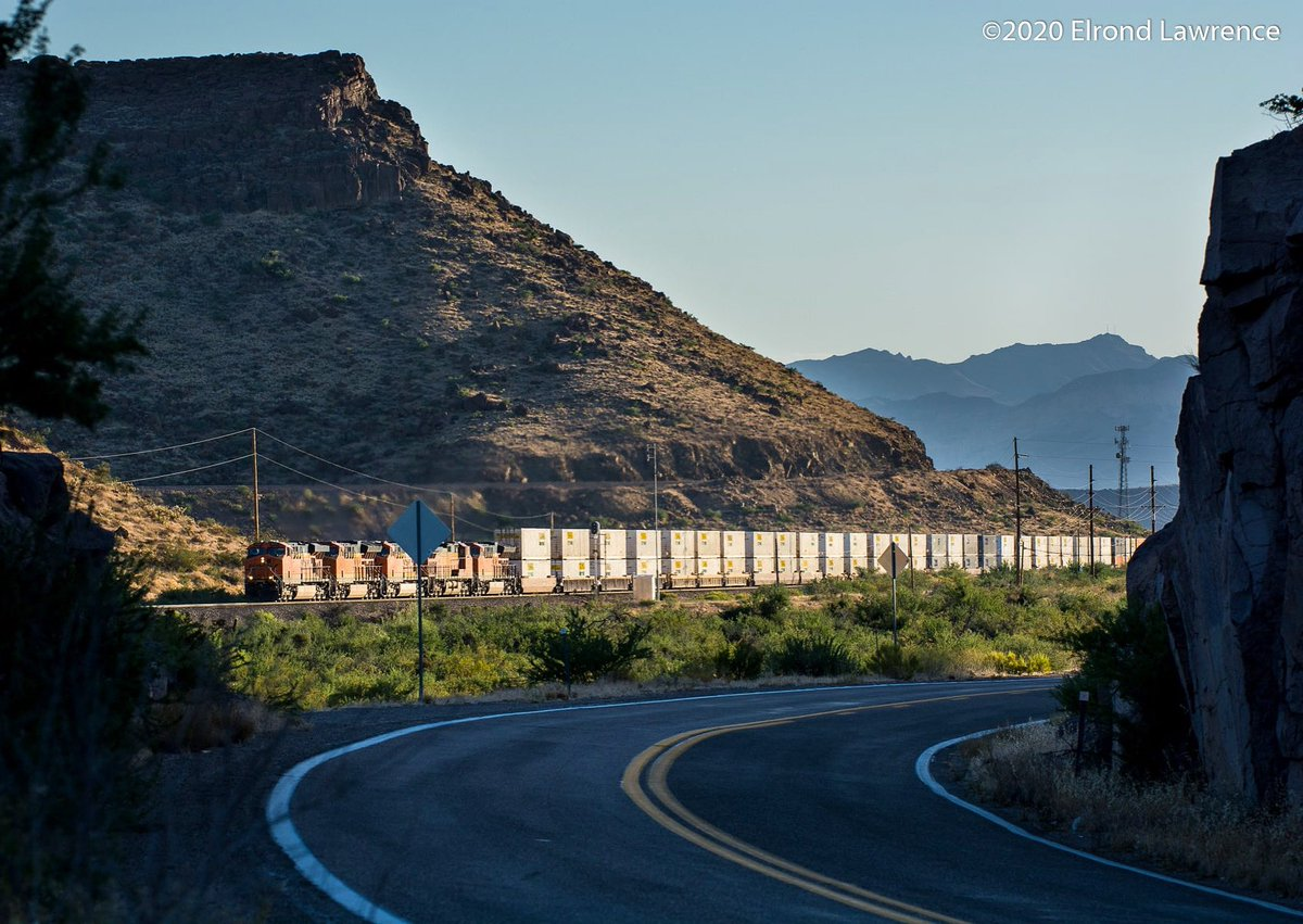BNSF & Route 66 on a nice hot evening in Kingman Canyon in July = heaven. #route66 #bnsfrailway #trainspic.twitter.com/WNCTlp8leE