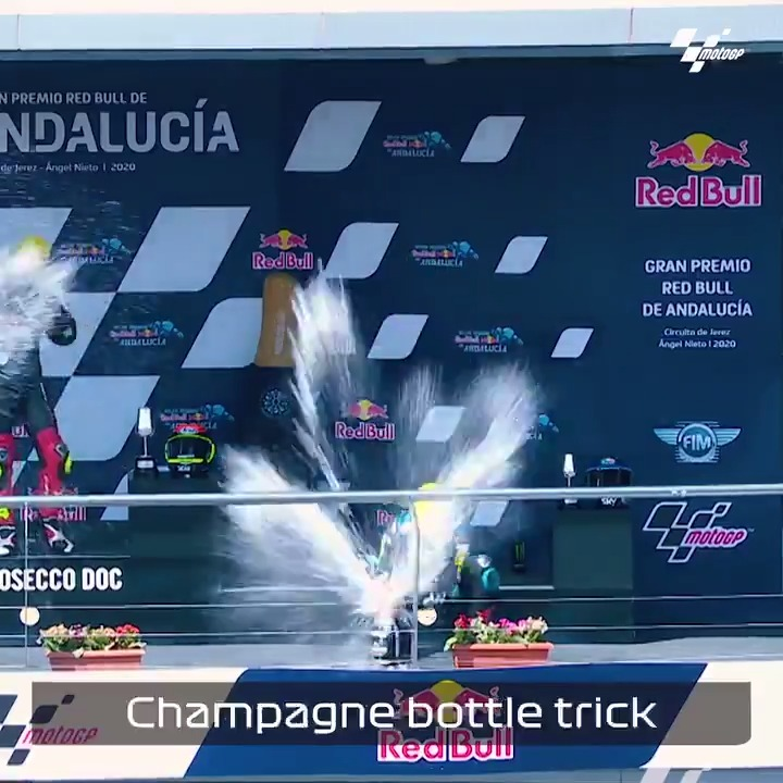 It's not quite as easy as @LandoNorris makes it look 🍾  Moto3 rider Celestino Vietti's attempt at the podium bottle trick didn't quite go to plan 😬🩹  #F1 #MotoGP @MotoGP https://t.co/Y9YycVVfu6