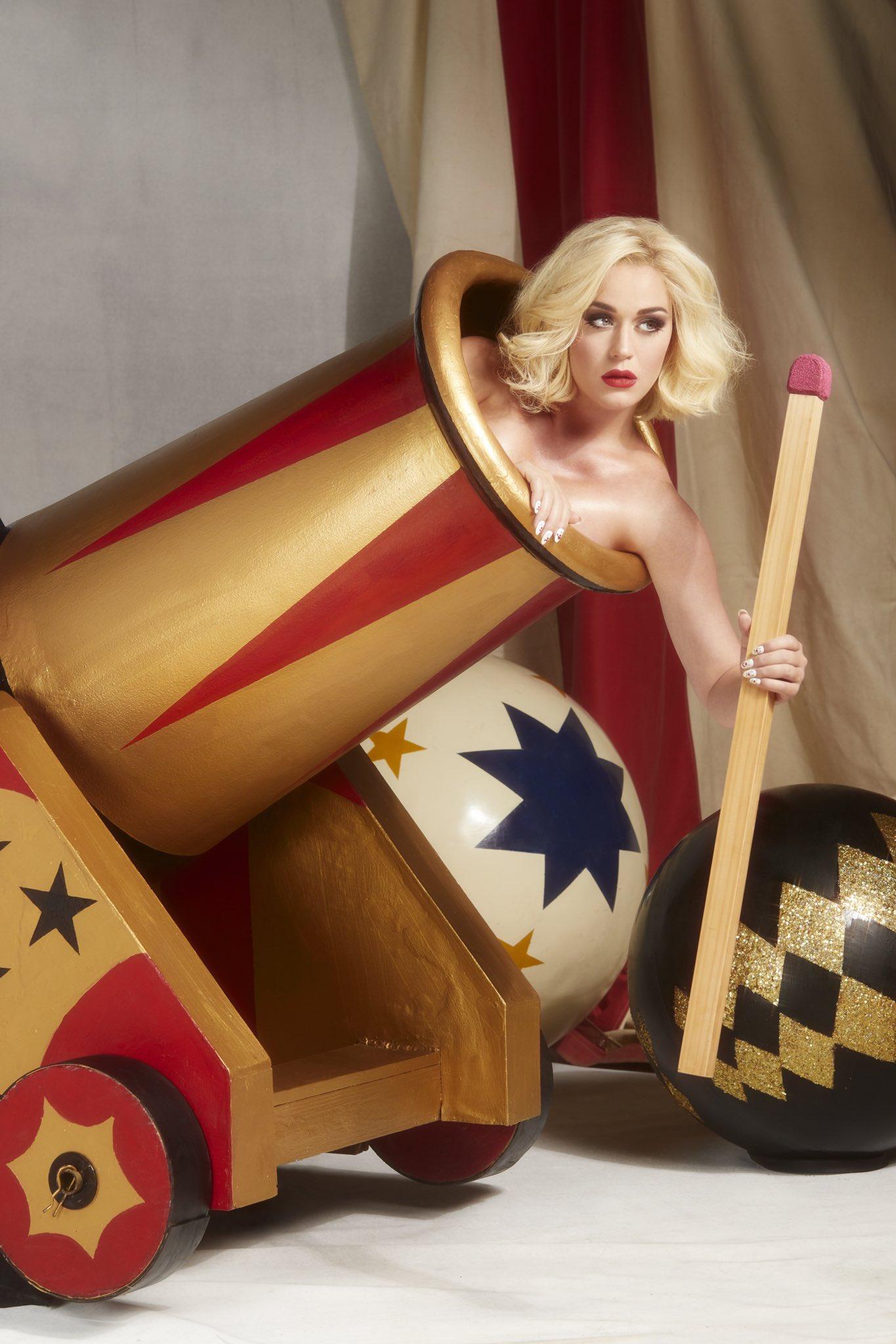 Katy Perry  - Σελίδα 47 EeRvOAHUEAAOzj5?format=jpg&name=large