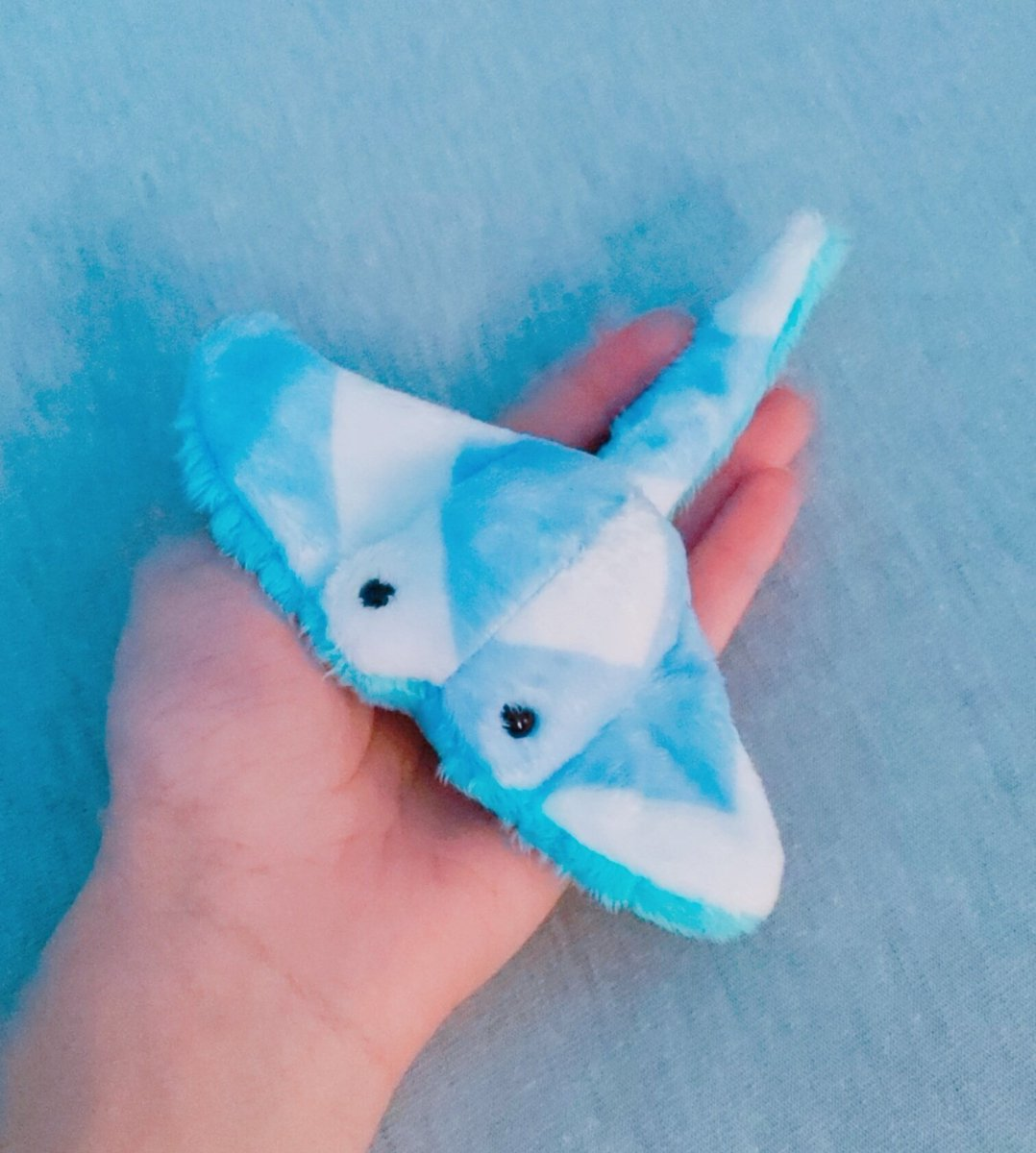 ✨✨GIVEAWAY✨✨ Ive recently reached 1,800 followers and I wanted to show thanks in the one way I can. One winner can win 💕TWO MINI-MANTAS💕 custom made from previous fabric. To enter you must: -Follow Me -Retweet Thats it! Give away ends August 15th!