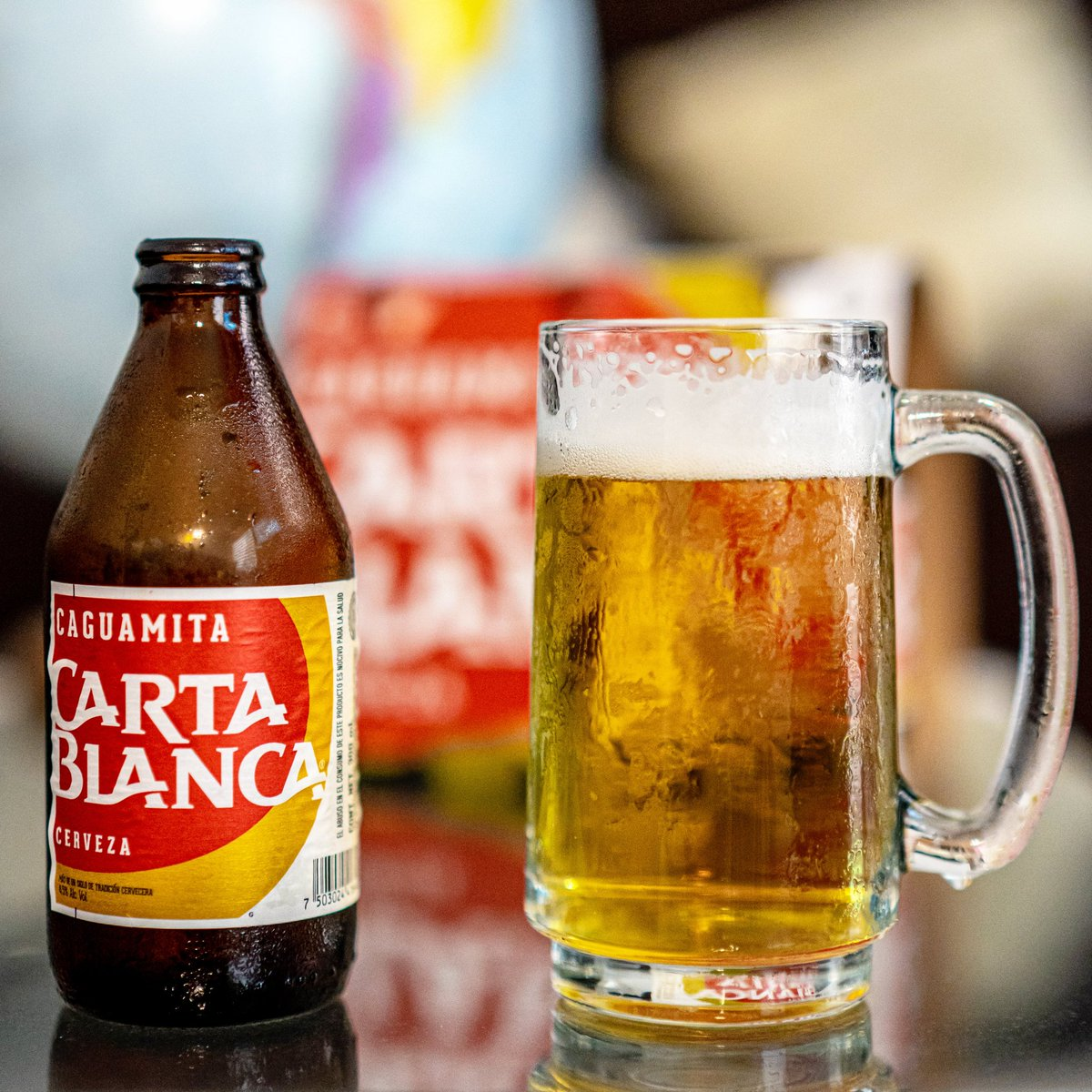 """Con una presentación que llama la atención, la """"Caguamita"""" de Carta blanca con 4.5% del alcohol en una botella de 300ml, una cerveza a buen precio, una de las primeras cervezas de México, se recomienda beber bien fría. Muchos le hacen el """"feo"""", ¿A ti que te parece? #CartaBlanca https://t.co/4bgzYfwCdN"""
