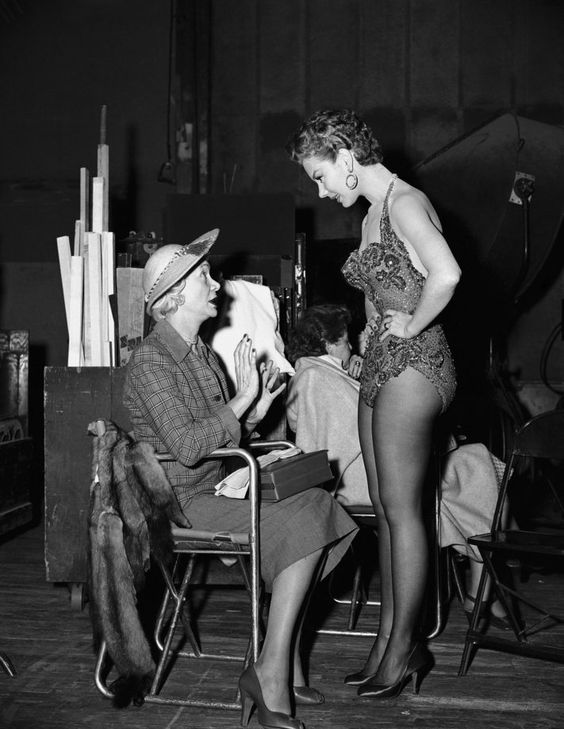 Mitzi Gaynor chats with her mother on the set of 'Anything Goes' (1956) #BehindTheScenes pic.twitter.com/0qGRqDvfoP