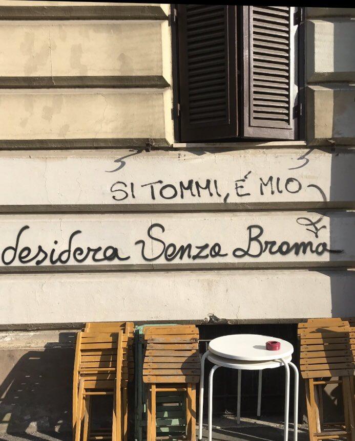 #pensieri #citazioni  #scritte #amore #frasiamore #poesiadistrada #frasibelle #muri #scrittesuimuridelmondo #parole  #graffitipic.twitter.com/8d7mpTNfMD