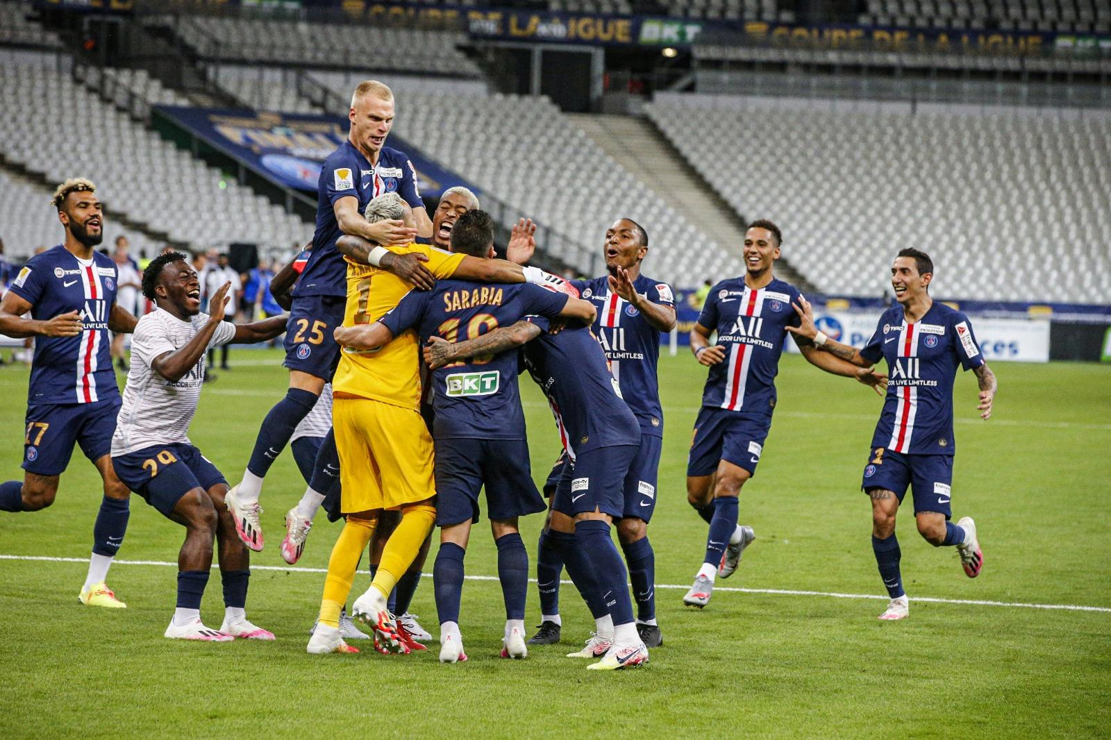 รวมบรรยากาศหลังเปแอสเชคว้าแชมป์  Coupe de la ligue