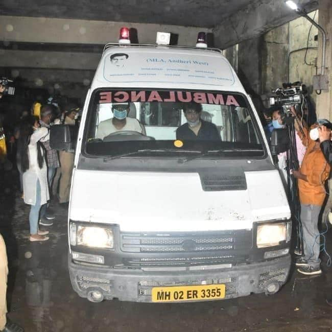 This Vehicle no is registered as a Goods carrier, owner- Salim Hussain Siddiqui..who has a strong link up with Bollywood.  Then How can it possible become an ambulance of MLA ? THE TRUTH WILL REVEAL #SushantConspiracy #MahaGovtCBIForSSR  #SSRCaseIsNotSuicide pic.twitter.com/sYrwuhId1K