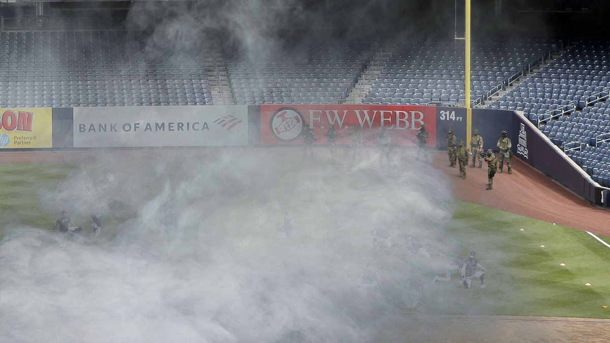 Federal Troops Tear-Gas Yankees Off Field So Trump Can Throw Out First Pitch bit.ly/2DiGuMx
