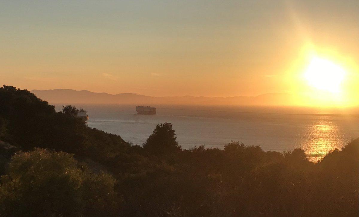 On a hillside in Crockett, watching a ship sail toward the sunset... ... Rightnowish. #BayArea. pic.twitter.com/jzyeAwMHE3