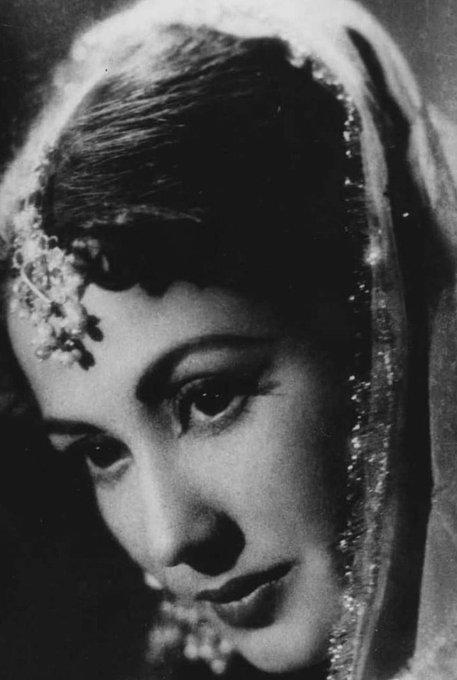 Wish you all happy birthday of the hindustan\s great old film actress, Singer Meena Kumari  .