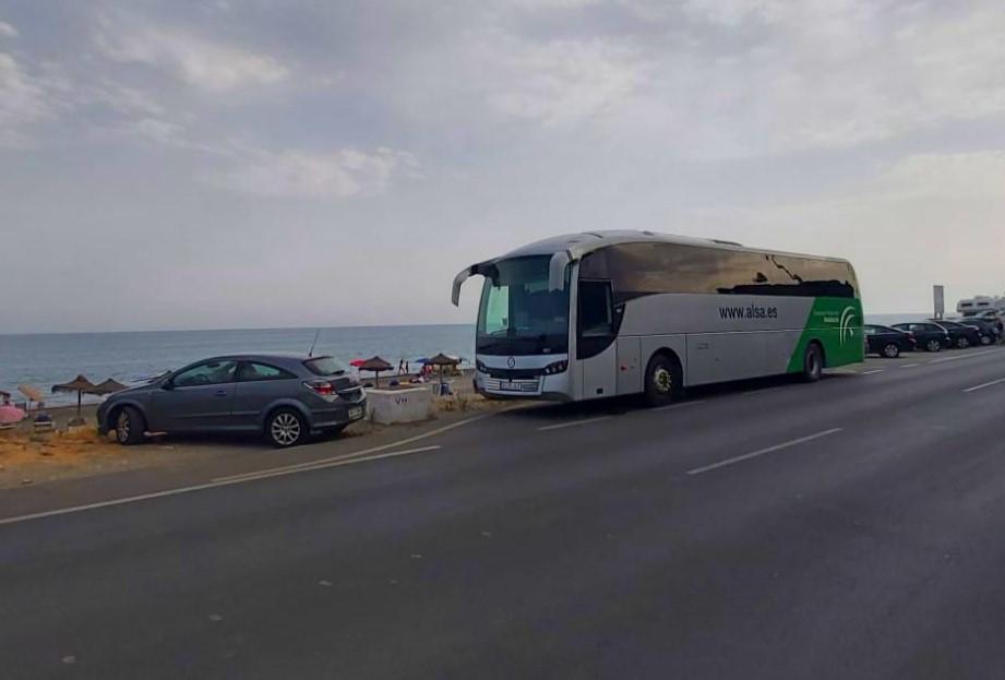 ¿Ganas de playa? ¡Ganas de Andalucía! 🚌🏖El bus, la mejor forma de llegar a la playa, ahora con más rutas en Almería, Málaga y Granada.¿Vamos? 💚 #AndalucíaTeEspera y #AlsaTeLleva 😉