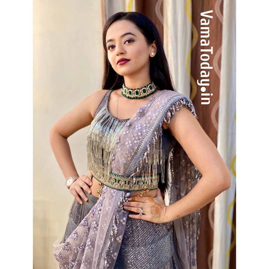 @OfficialHelly7 Is An Indian Television Actress Known For Her Portrayal Of #SwaraMaheshwari In #Swaragini And #DevanshiBakshi In #Devanshi. In 2020, She Has Been Playing #Riddhima In #IshqMeinMarjawan2 On @ColorsTV. Helly Looks Stunning In These Gorgeous Traditional Look.pic.twitter.com/IwMoSYoXFM