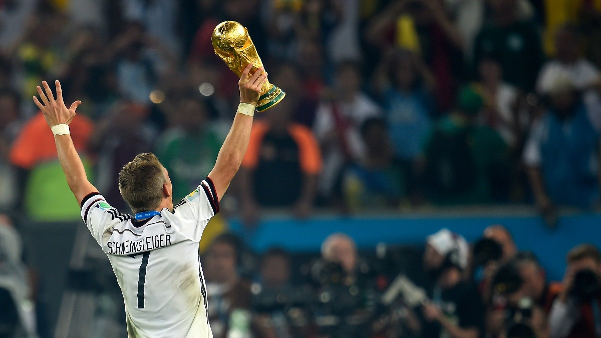 3️⃣6️⃣ Alles Gute zum Geburtstag, @BSchweinsteiger! 🎉  🏆 Weltmeister 2014 🥈 Vize-Europameister 2008  #DieMannschaft #Schweinsteiger #Weltmeister https://t.co/Bw9a5abkSy