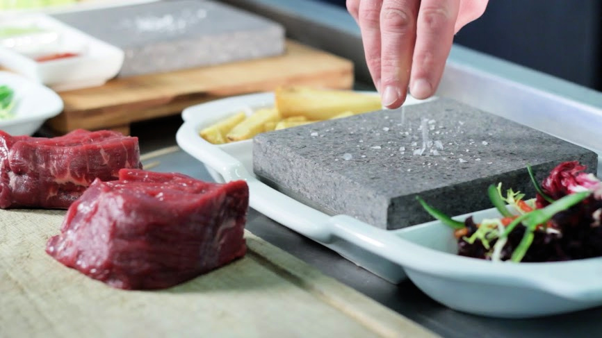 Create a USP for your business! Stand out from the crowdhttps://zcu.io/I3tj  #blackrockgrill #steakstones #stonegrill #cookingstones #hotstonecooking #newconcept #usp #restaurantideas #newmenu #carnivorepic.twitter.com/awnjy8U140