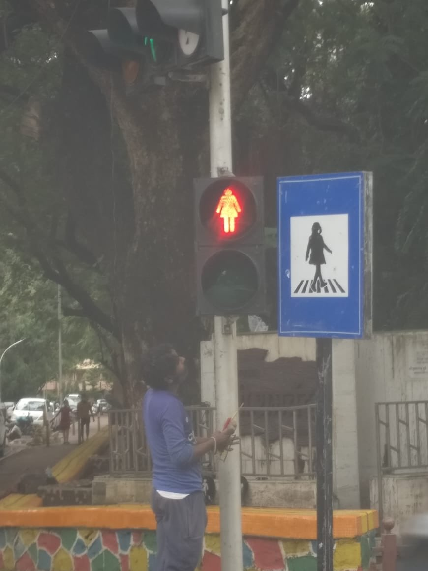 If you've passed by Dadar, you'd see something that will make you feel proud. @mybmcWardGN is ensuring gender equality with a simple idea- the signals now have women too!