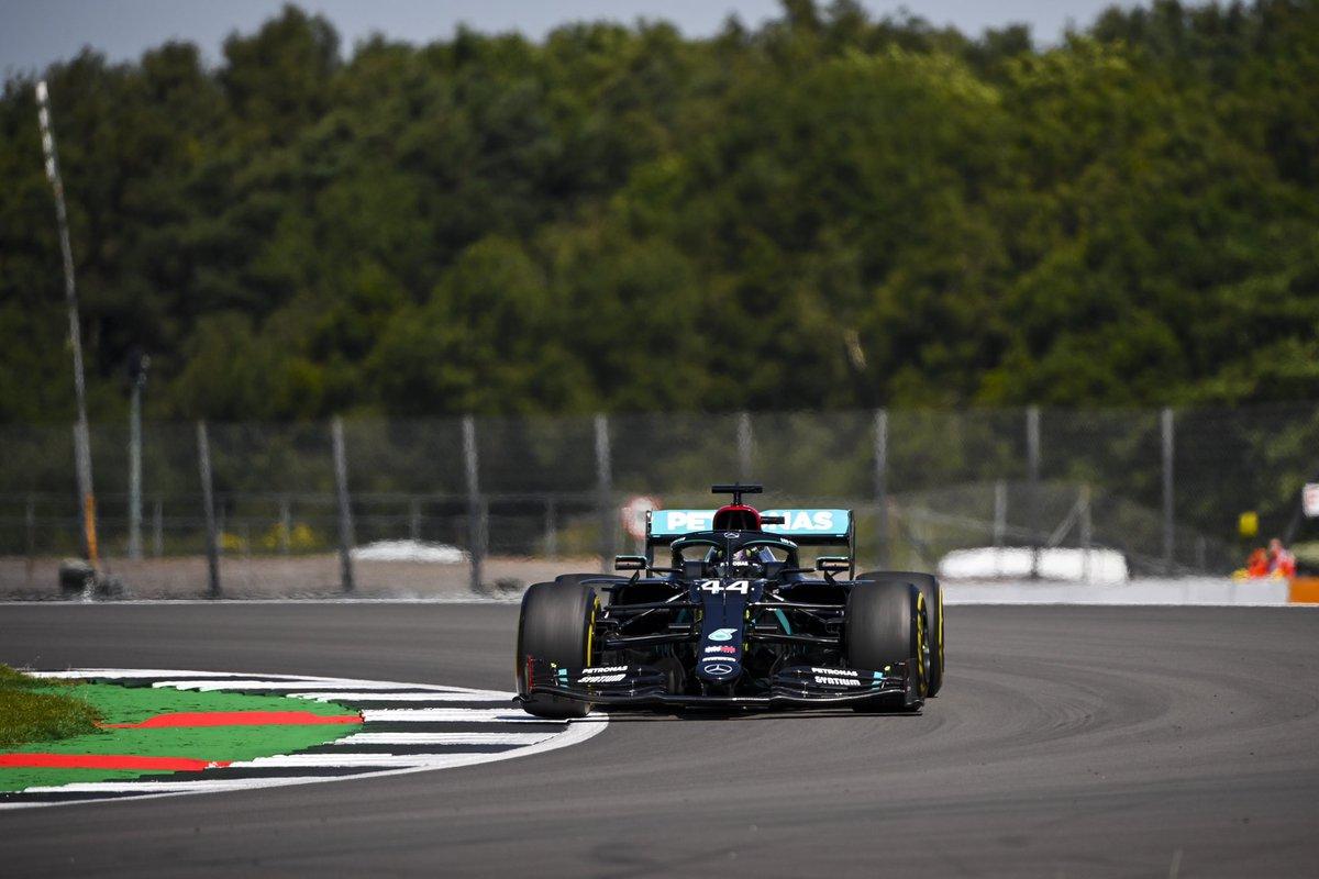 Hamilton consigue la 7ª pole en su casa. La humiliación de Mercedes a sus rivales es insultante. Le han sacado un segundo a Verstappen tanto con blando como con medios. Será difícil ver un dominio tan aplastante y duradero como el de los de Brackley #F1 #BritishGP https://t.co/EJArCP8UJ9