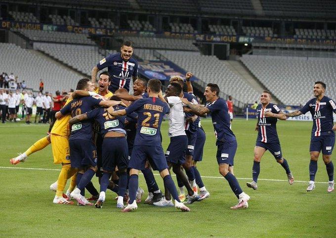 El París Saint-Germain celebra su triunfo en la tanda de penaltis.