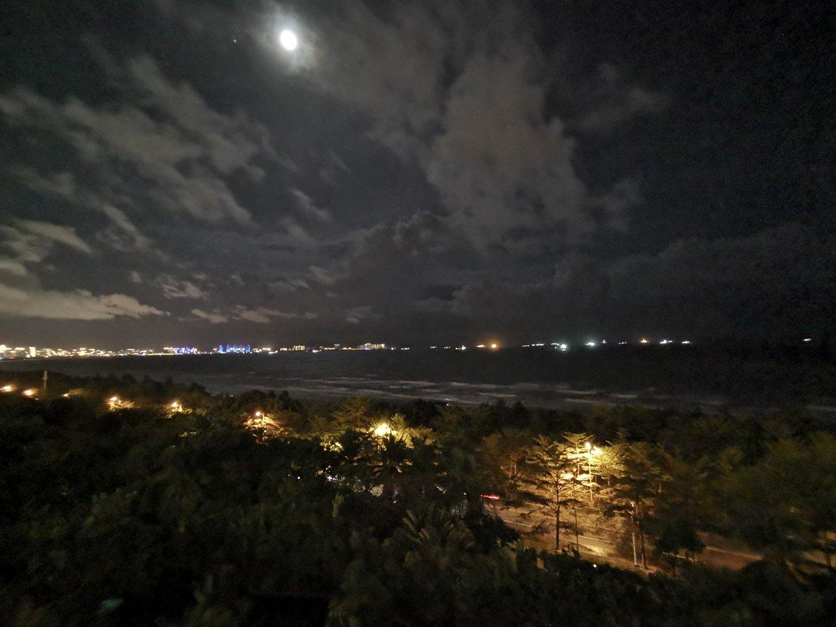 山雨欲来风满楼 黑云压城城欲摧pic.twitter.com/WCTELRZttr – at Pullman Oceanview Sanya Bay Resort & Spa