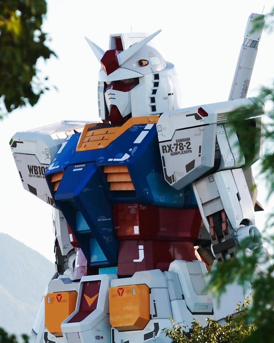 なんちゃん 祝ガンプラ40周年 On Twitter 初代実物大ガンダムと動くガンダムタイプf00との比較写真 Gundam 動くガンダム 山下埠頭ガンダム