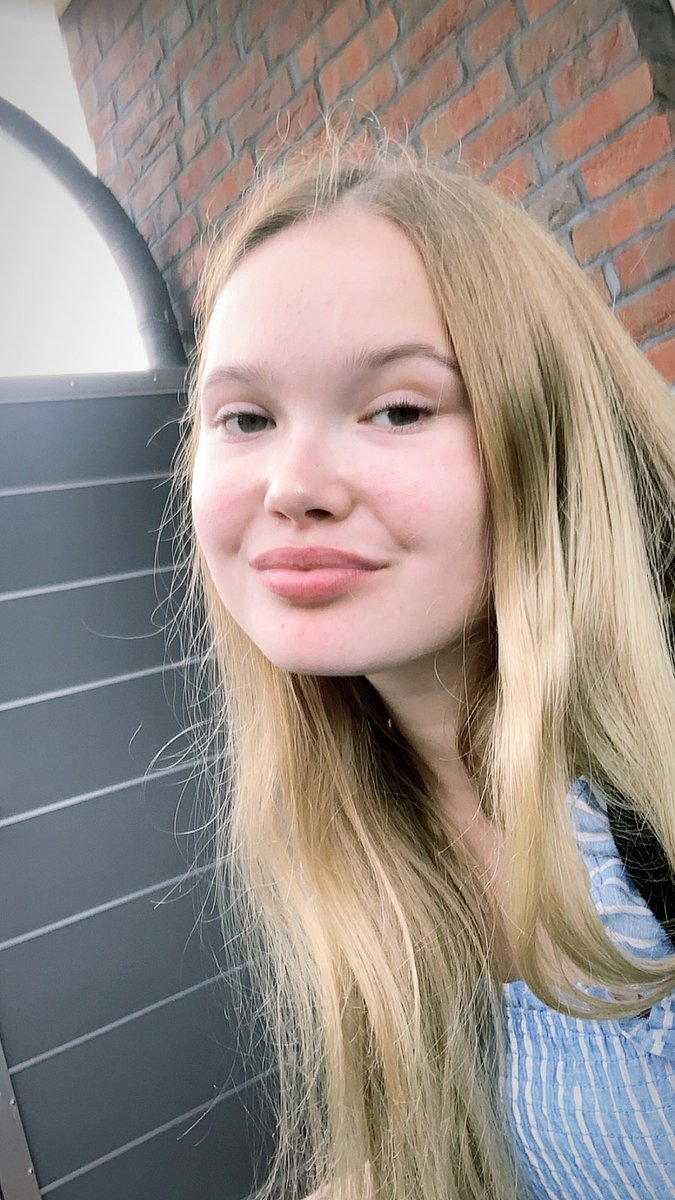 I think I'm late but BOOM here's the face reveal 🥳 #lovelylouies https://t.co/InVYt5rwq6